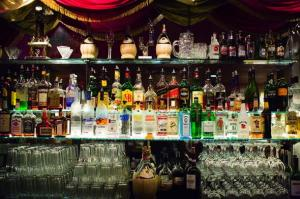 liquor-drinks-behind-the-bar-590